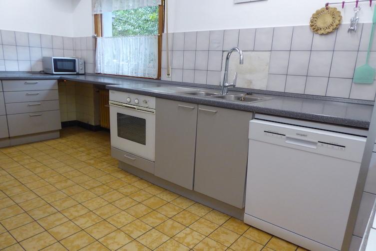 Küche-Herd-und-Spülmaschine