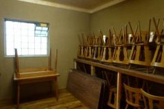 Nebengebäude-Tische-und-Stühle-Lager